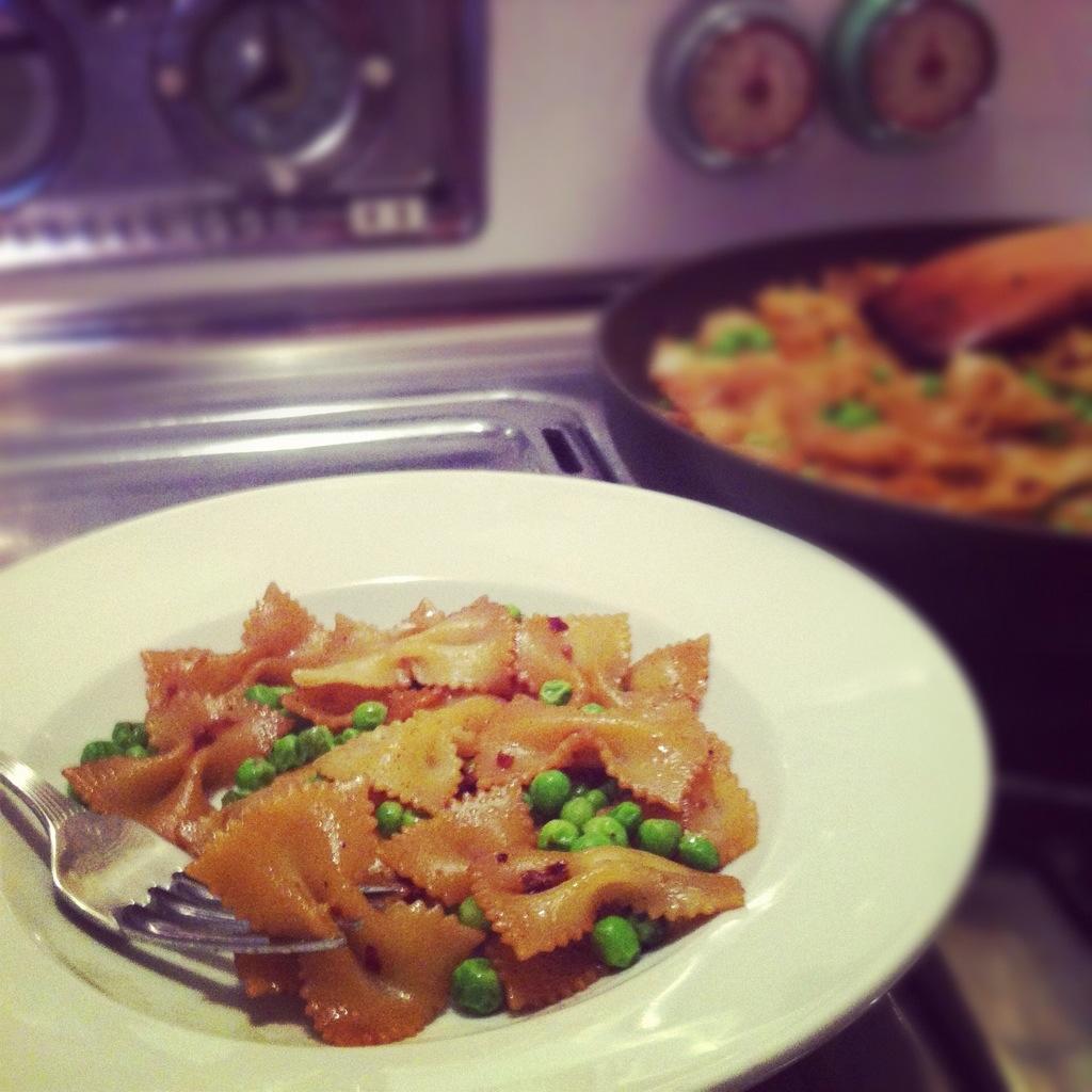 Spicy Garlic Noodles with Peas