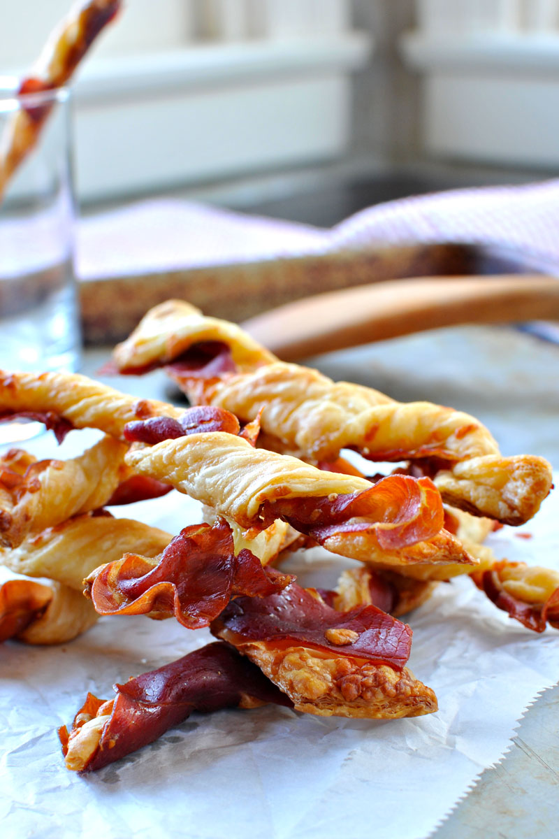 Spicy Prosciutto Cheese Straws | an easy snack or app for entertaining -- done in 25 mins! Full recipe at www.thepigandquill.com | #recipe #holiday #appetizer #snack